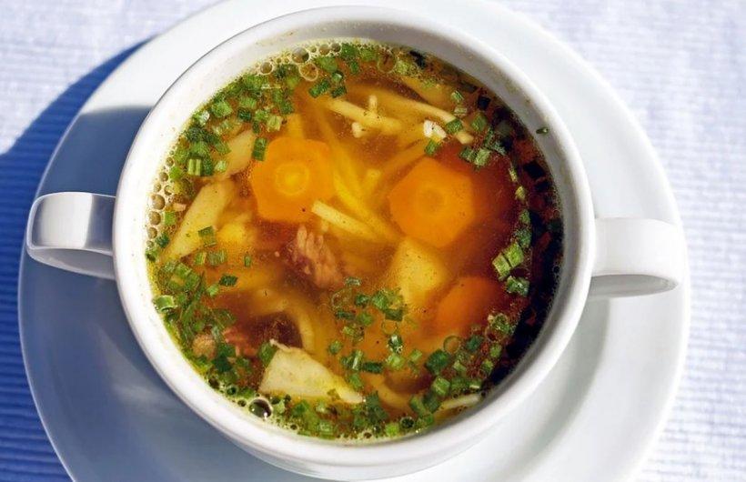 Așa faci cea mai bună supă de găină. Secretul care o face extrem de gustoasă