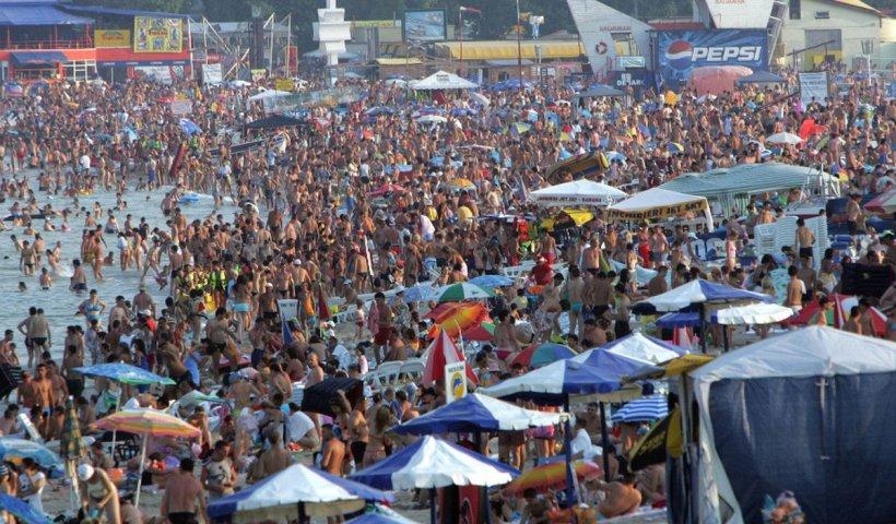 Cât costă o vacanță pe litoralul românesc. Prețurile au sărit în aer!