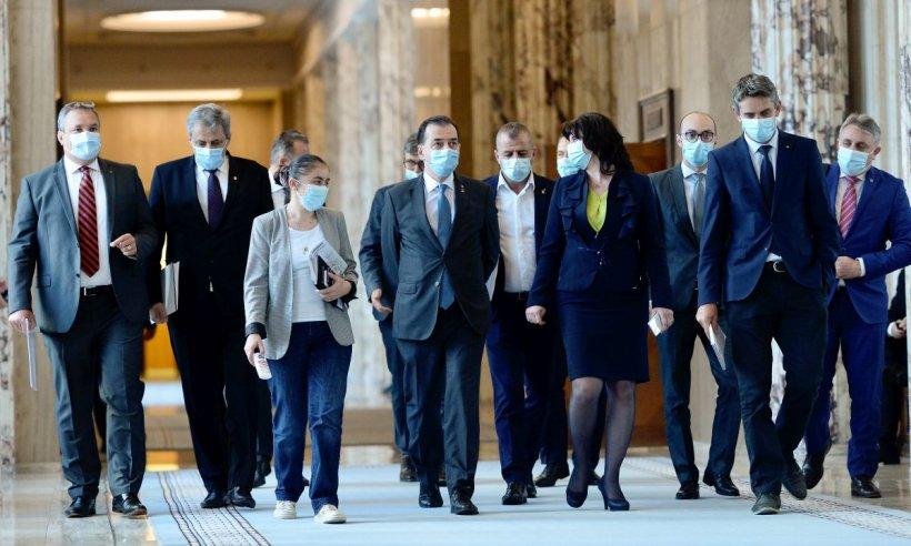 Doi miniştri din guvernul Orban, la o întâlnire cu un inspector cu COVID-19. FOTO şi VIDEO