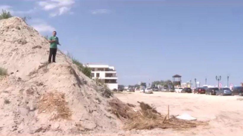 Drumul turiştilor spre plaja de fiţe din Mamaia, printre utilaje de construcţii: ''Am luat ţeapă!''