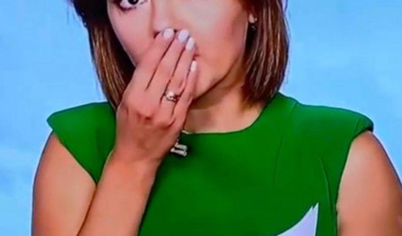 Moment bizar la TV. Unei cunoscute știriste i-au căzut dinții în timp ce prezenta știrile - VIDEO