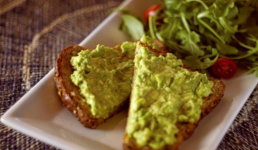 Secretele bucătarilor. Cum se prepară guacamole sau pasta de avocado perfectă pentru vară. Rețeta zilei