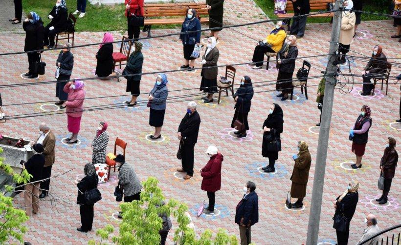 Reguli şi restricţii noi pentru românii când merg la biserică. Anunţ de ultimă oră de la BOR