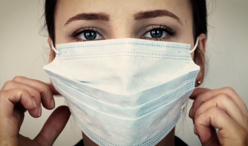 """VIDEO. Adevărul despre cât de tare afectează masca respirația! """"Nu mai fiți egoiști!"""""""