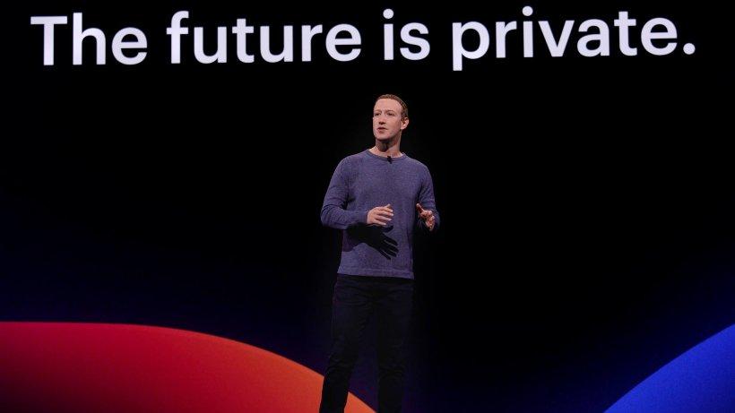 Mark Zuckerberg s-a făcut de râs pe rețelele de socializare! Cum a fost surprins fondatorul Facebook. Imagini virale
