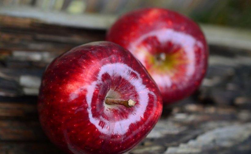 """Pericolul din fructele """"perfecte"""". Atenție la merele din supermarketuri! Nu le mâncați dacă arată așa!"""