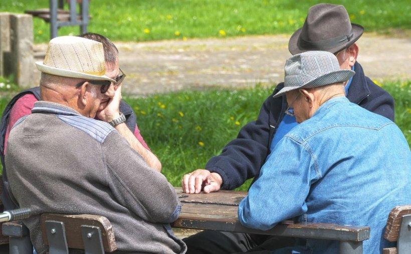 Câți pensionari are astăzi România și care este pensia medie în prezent. Cu câte procente pot crește pensiile în septembrie în cele din urmă
