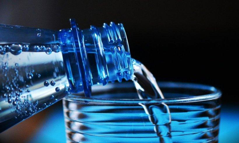 Care este cantitatea de apă pe care trebuie să o consumăm zilnic. Specialiștii explică în detaliu ce probleme putem avea dacă nu respectăm aceste indicații