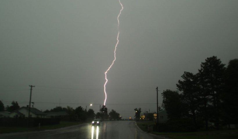 Avertizare meteo. Cod galben de vijelii și ploi torențiale în 16 județe din țară