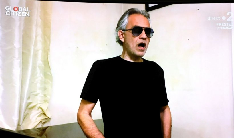 """Andrea Bocelli mărturisește că se simte umilit de regulile COVID-19 impuse în Italia. """"Nu am comis vreo crimă"""""""
