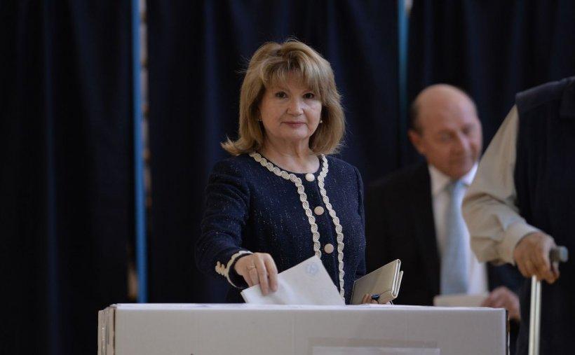 De nerecunoscut! Cum arăta Maria Băsescu înainte să-l cunoască pe Traian Băsescu și ce job neașteptat avea