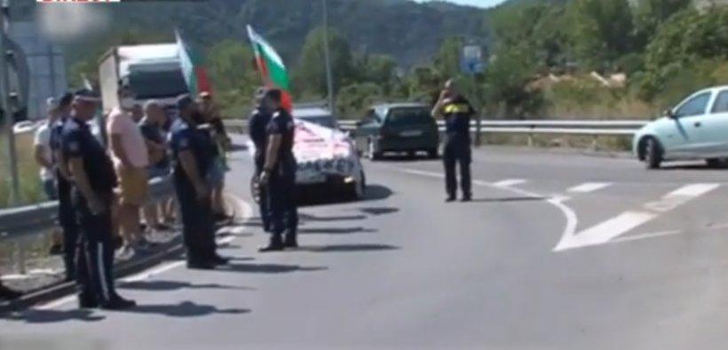 Autostrada spre Grecia, blocată de zeci de protestatari bulgari