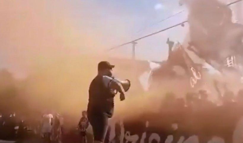Sute de fani Rapid în stradă. Au aprins fumigene și au cântat umăr la umăr, în plină pandemie - VIDEO