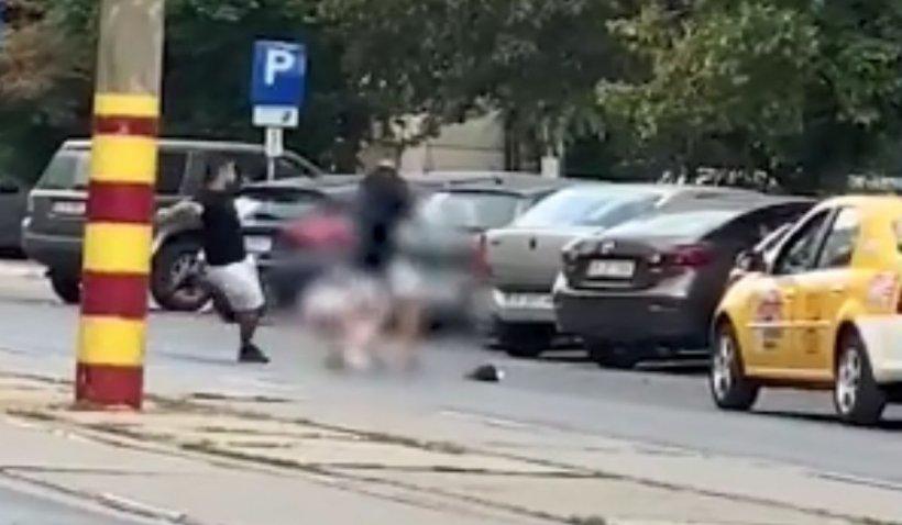 Taximetrist bătut cu sălbăticie de doi tineri care i-au furat încasările, în București