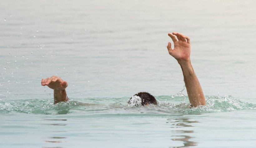 Tânăr salvat de la înec și apoi luat la bătaie când a ajuns pe mal, în Eforie Nord