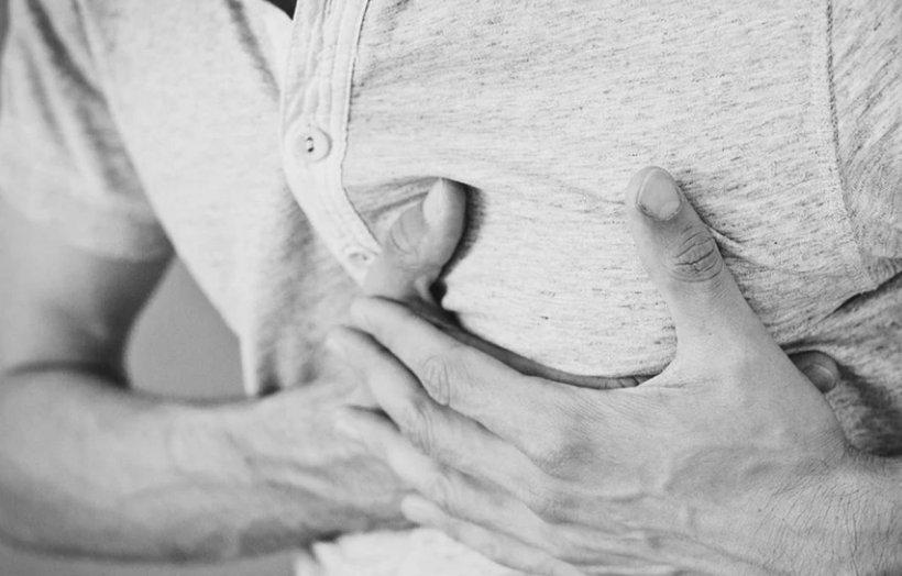 Cum recunoști simptomele unui infarct și ce trebuie să faci în primele minute. Așa supraviețuiești dacă ești singur!