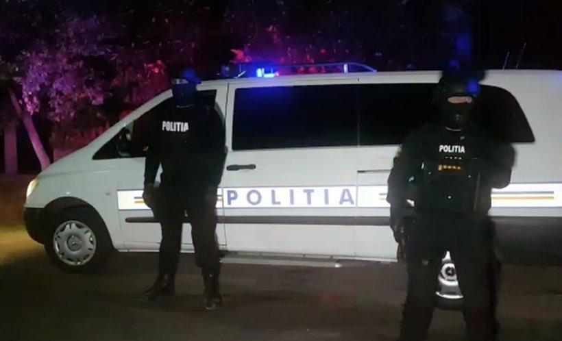 Incident violent în Dâmbovița! Polițiști tăiați cu coasa, unul dintre ei a rămas fără degete. Suspecții au fost împușcați