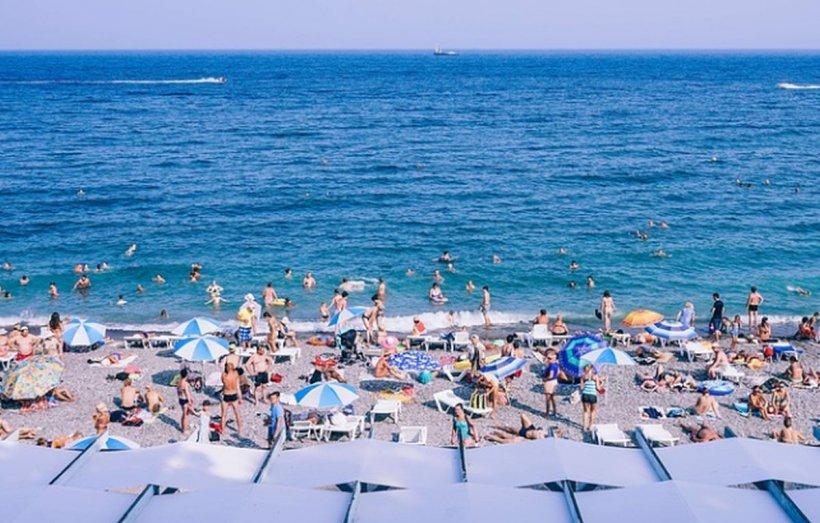 Fenomenul uimitor care a gonit turiştii aflaţi pe plajă! Topul stațiunilor afectate