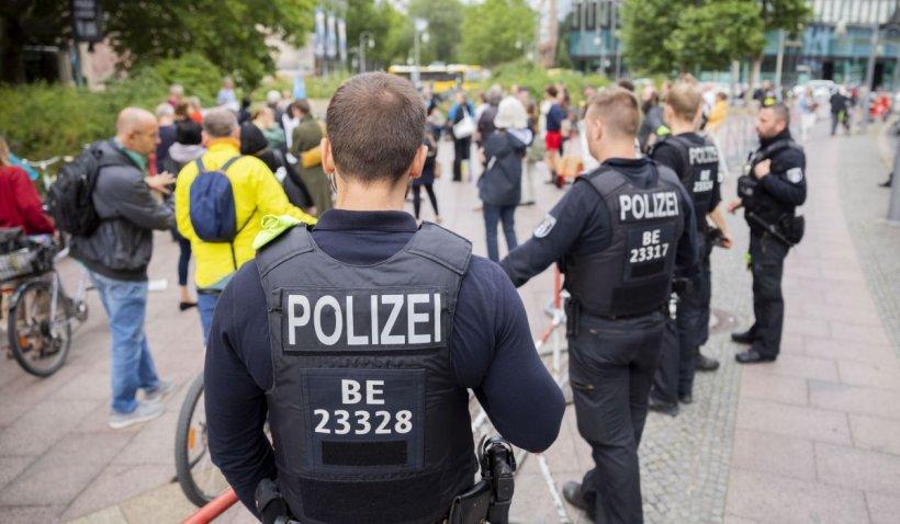 """Mii de oameni au protestat în Berlin împotriva măsurilor COVID: """"Lăsați copiii să respire!"""""""
