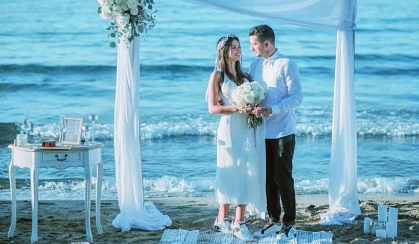 """Flick """"Domnul Rimă"""" s-a căsătorit cu Denisa Hodișan pe o plajă din Creta: """"Din august, pentru totdeauna"""""""