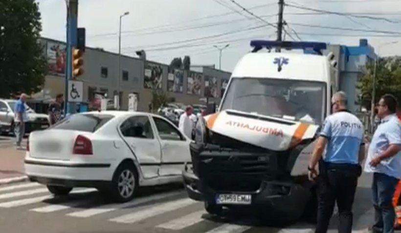 Accident grav pe drumul DN 1C! Ambulanță implicată și doi oameni morți