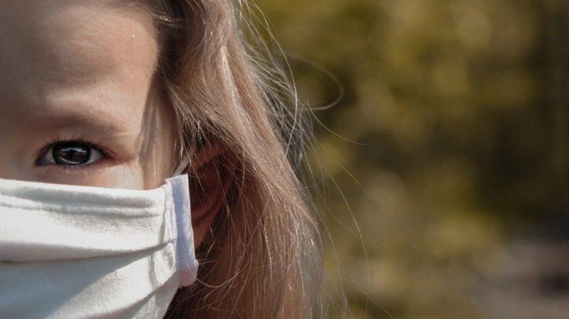Bătăuşa de 14 ani din Târgu Jiu a fost reţinută 24 de ore. Ce au mai descoperit poliţiştii