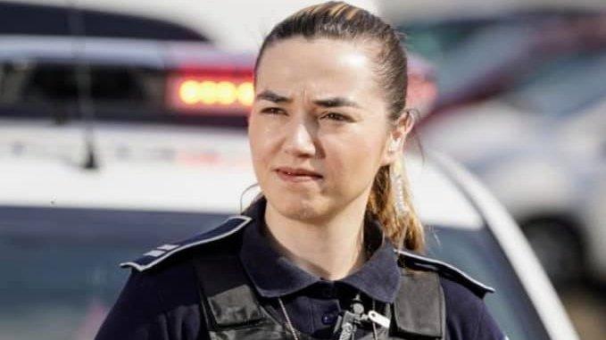"""Elisa, """"polițista pitbull"""" cu peste 200 de prinderi în flagrant - Poartă cu mândrie uniforma și toți o știu de frică"""