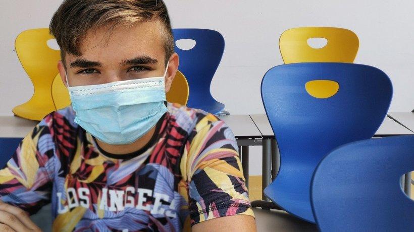 """Dăunează sau nu masca pentru cei mici? Medic: """"Pentru copiii sub 5 ani, nu se recomandă masca de protecție"""""""