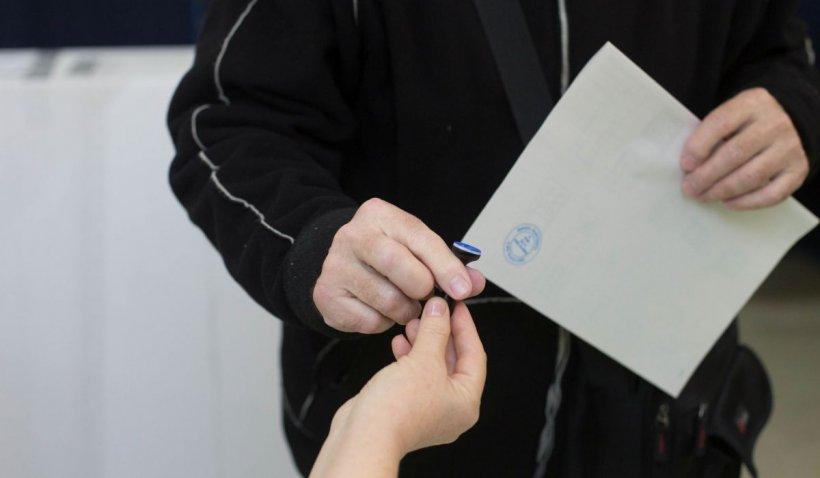 Cele mai noi sondaje, puse față în față. Cu ce partide votează românii, potrivit Avangarde și CURS