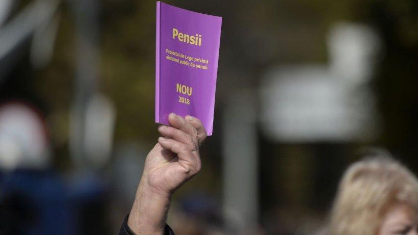 Este oficial! Aceștia sunt românii care vor ieși mai devreme la pensie! Președintele Klaus Iohannis a promulgat legea