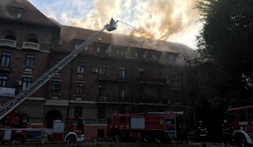 Incendiu la Hotel Triumf din București. Pompierii au intervenit cu 14 autospeciale