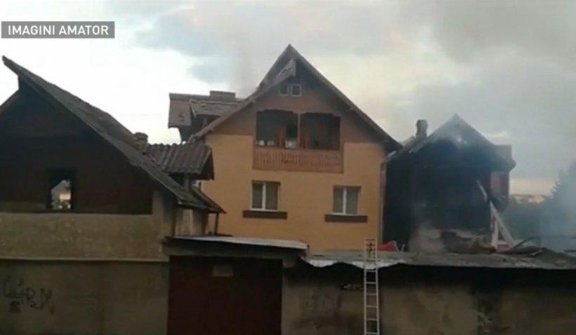 Incendiu puternic la Câmpulung Muscel: Case mistuite de flăcări, 11 mașini distruse