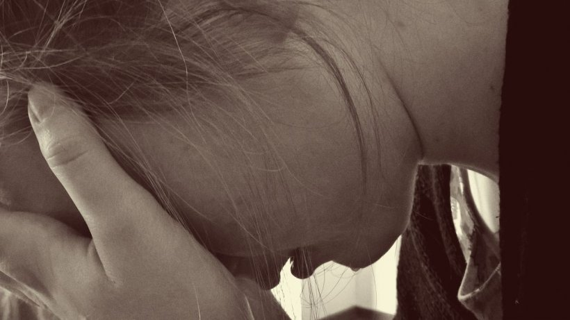 Tânără din Feteşti, ţinută închisă patru zile de un bărbat cu care i-a făcut cunoştinţă chiar fratele ei