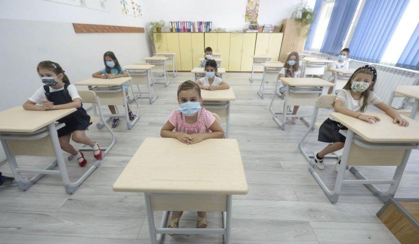 100.000 de elevi încep școala online. 12,3% dintre ei nu au tablete sau laptop-uri
