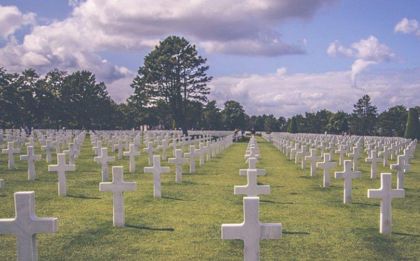 Locul în care oamenii care nu poartă mască de protecție sunt pedepsiți să sape gropi în cimitire