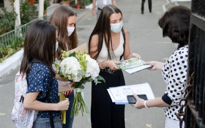 Protest în prima zi de școală la Ministerul Educației. Elevii ies în stradă