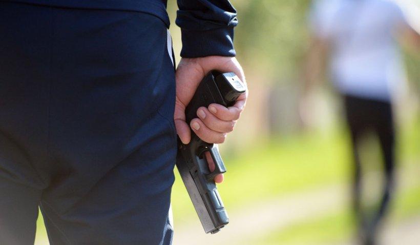 Bărbatul care a tras cu pistolul într-un mall din Voluntari a fost reţinut de poliţişti