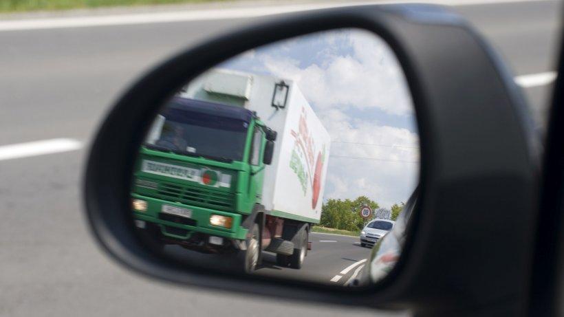 Zeci de imigranți au fost găsiți la bordul unui camion frigorific în Austria. Autoritățiile cred că vehiculul venea din România