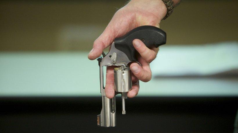 Caz revoltător în Constanța! Tânăr arestat, după ce a tras cu pistolul într-un bărbat din cauza distanțării sociale