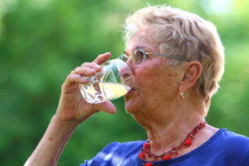 Cum ne poate îmbolnăvi apa pe care o bem - Bacteria care supraviețuiește și două luni în apă rece