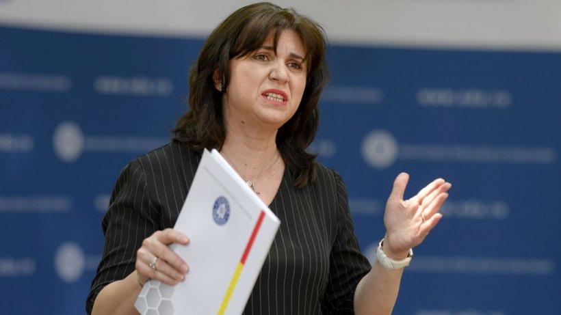 Monica Anisie schimbată din fruntea Ministerului? Ministrul nu mai este în grațiile premierului și ale colegilor de partid