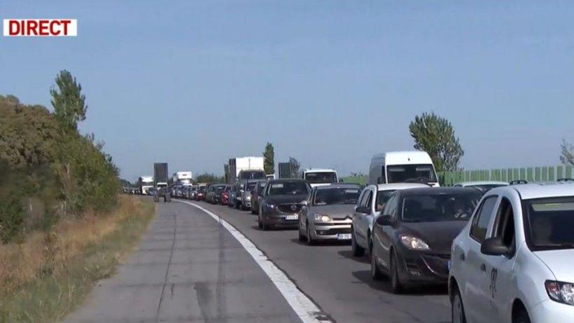 Aglomeraţie mare pe Autostrada Soarelui către Bucureşti. Cozile se întind pe 10 kilometri