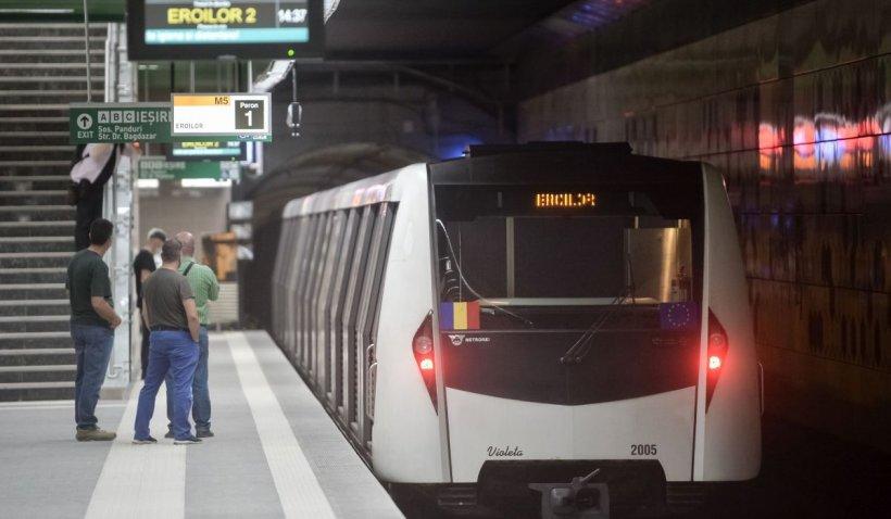 Panică la stația de metrou Tineretului. O garnitură a luat foc