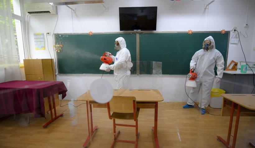 Cursuri suspendate și clase închise în Capitală, după ce mai mulți elevi au fost infectați cu coronavirus
