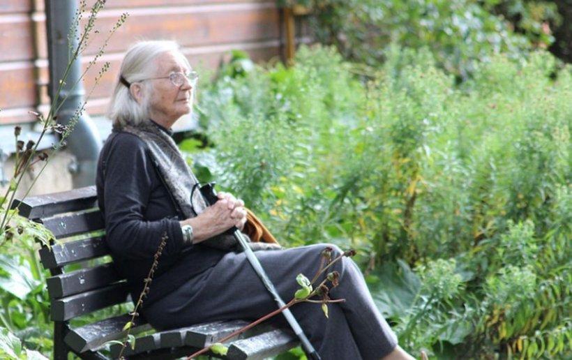 Sute de lei în plus pentru pensionari. Cu cât trebuie să crească pensiile românilor