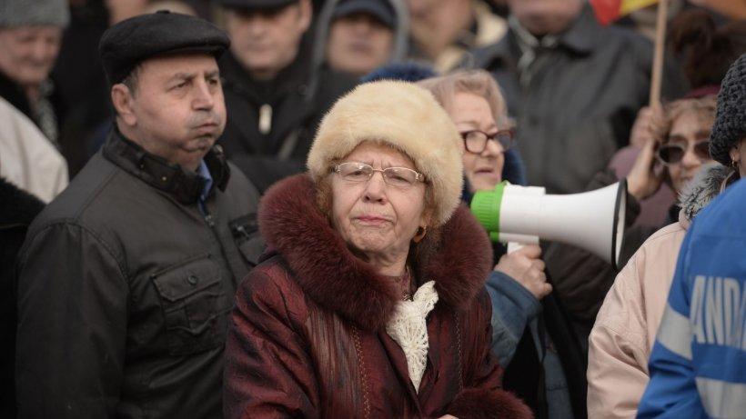 Pensionarii ies în stradă pe 1 octombrie: ''Nu ne-am înţeles cu ministrul Muncii. Ăsta e un abuz!''