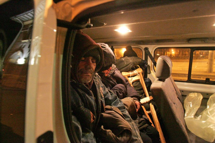 """Român plecat cu grupul în Grecia: """"Suntem 24 persoane într-un microbuz, nu se respectă nicio regulă din pandemie. Este o adevărată bătaie de joc!"""""""