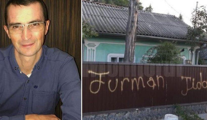 Vandalism electoral la Suceava: Afişele unui candidat la primărie, mâzgâlite cu zvastica nazistă şi sloganuri antisemite