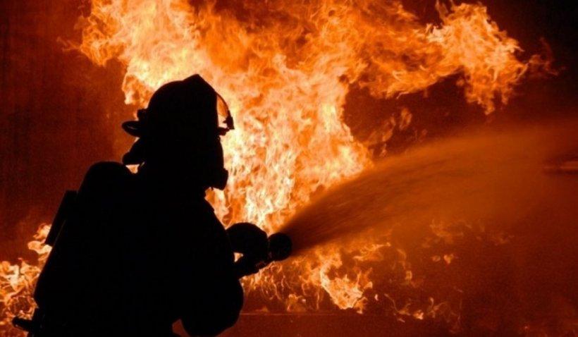 Dezinfectanții pentru 10 primării din Bistrița-Năsăud au ars într-un incendiu