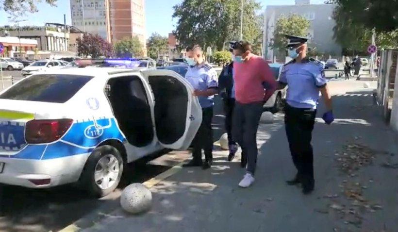 Bărbat din Măgurele, încătușat de Poliție după ce a dat bani oamenilor să voteze PMP